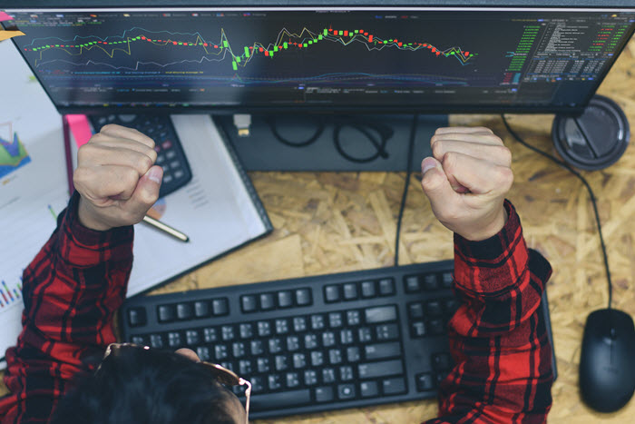 Forex Trading for a Living desk